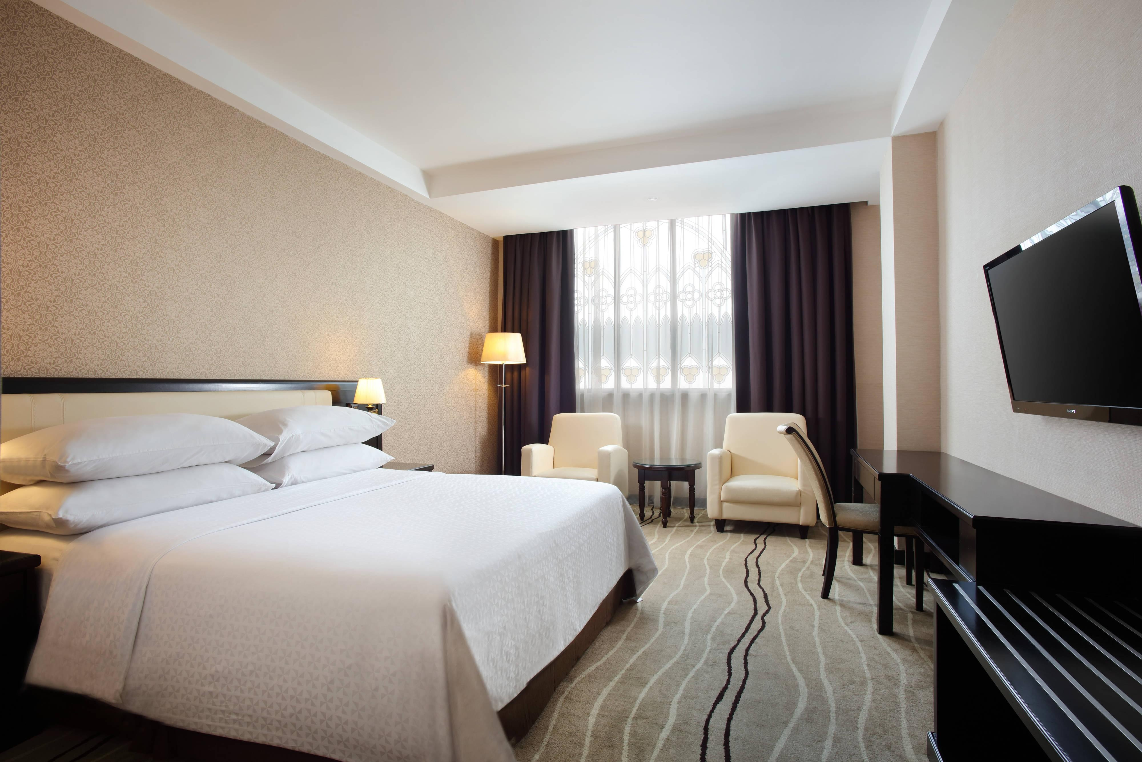 Business King Guest Room