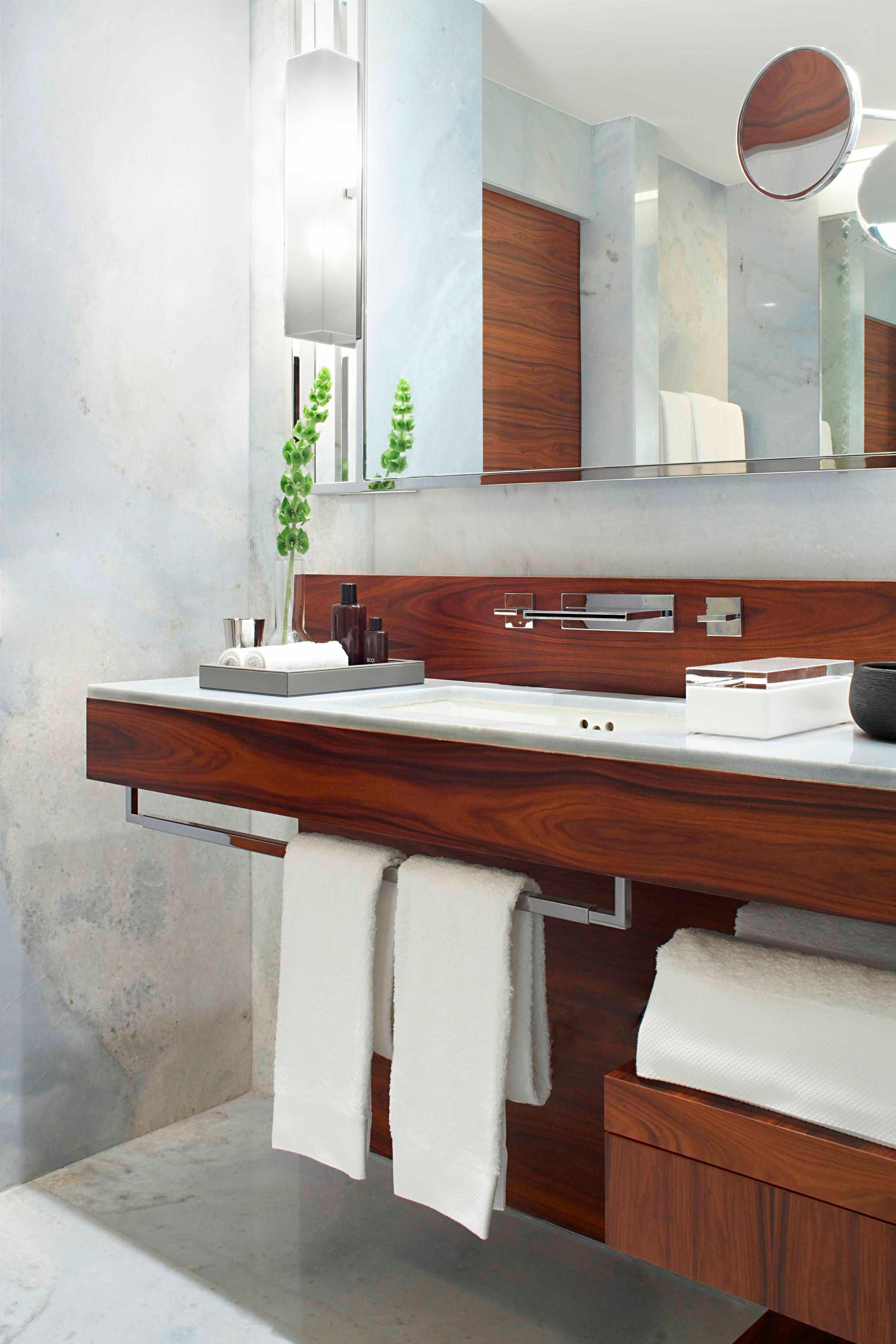 Zimmer Standardbad Waschbecken