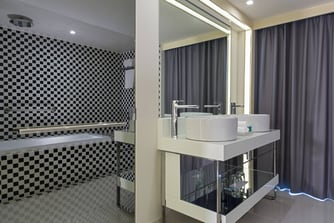 Cool Corner Suite - Bathroom