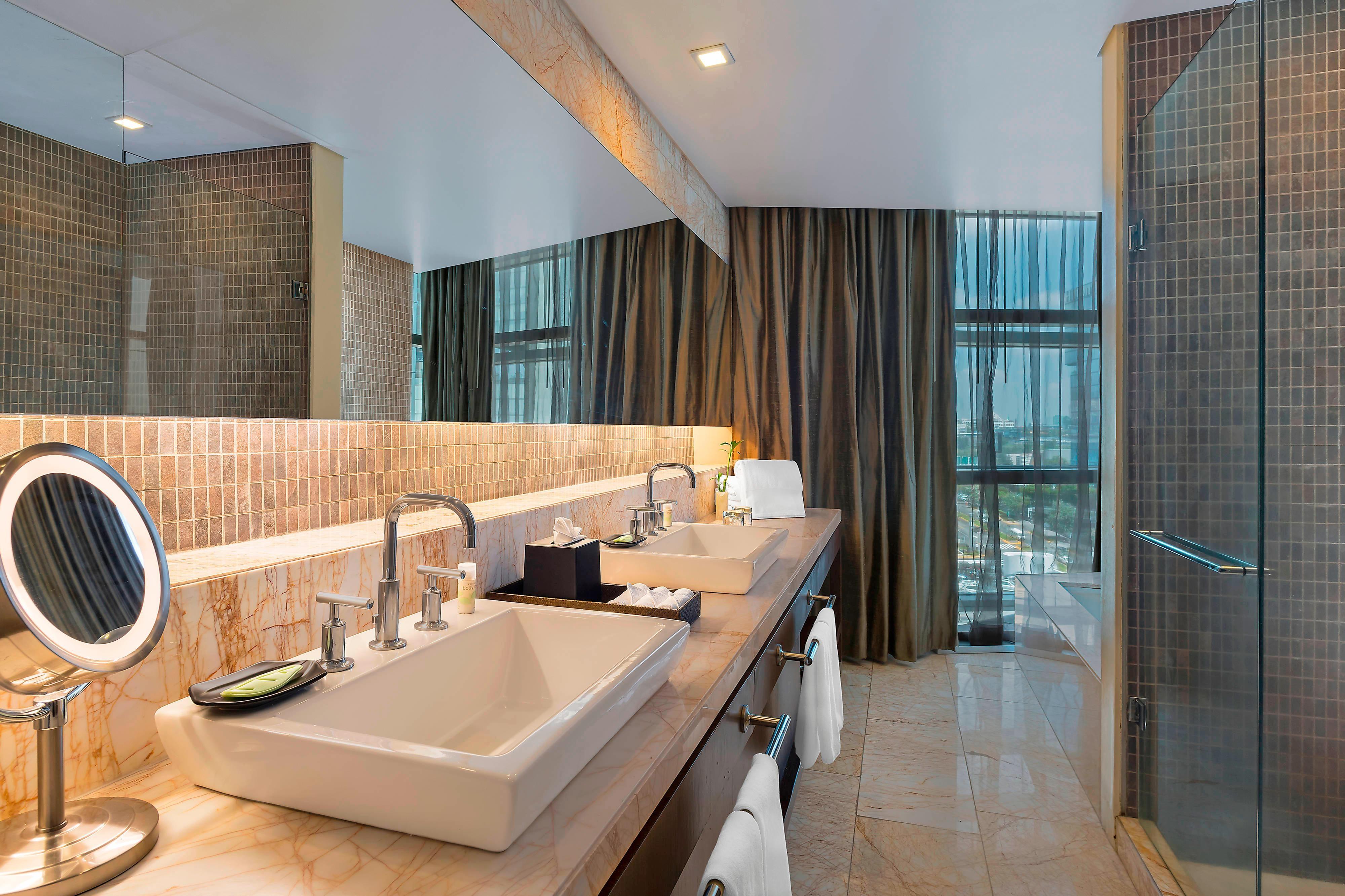 Bathroom Premium Suite City View