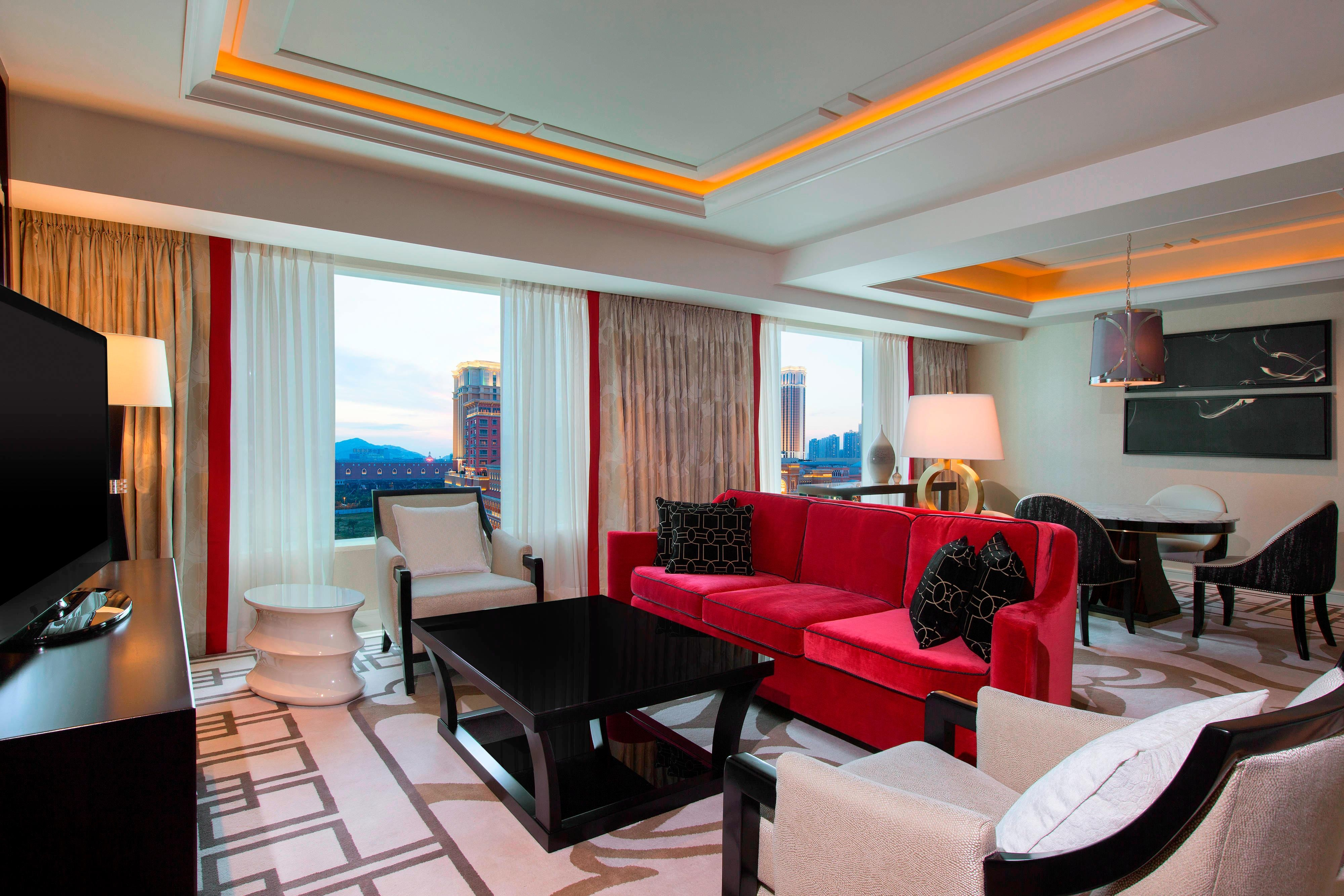 King Deluxe Suite - Living Room
