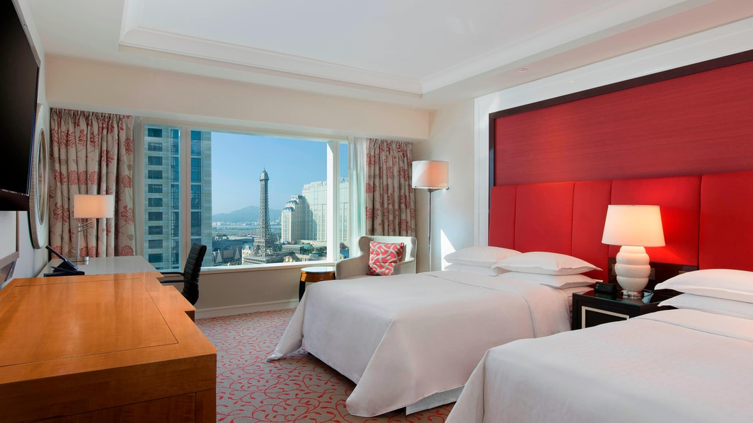 Twin Deluxe Guest Room Room - Day View with Eiffel Tower