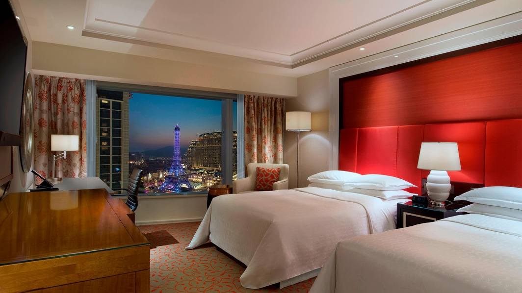 Twin Deluxe Guest Room Room with Eiffel Tower