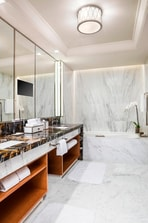 Metropolitan Suite - Bathroom