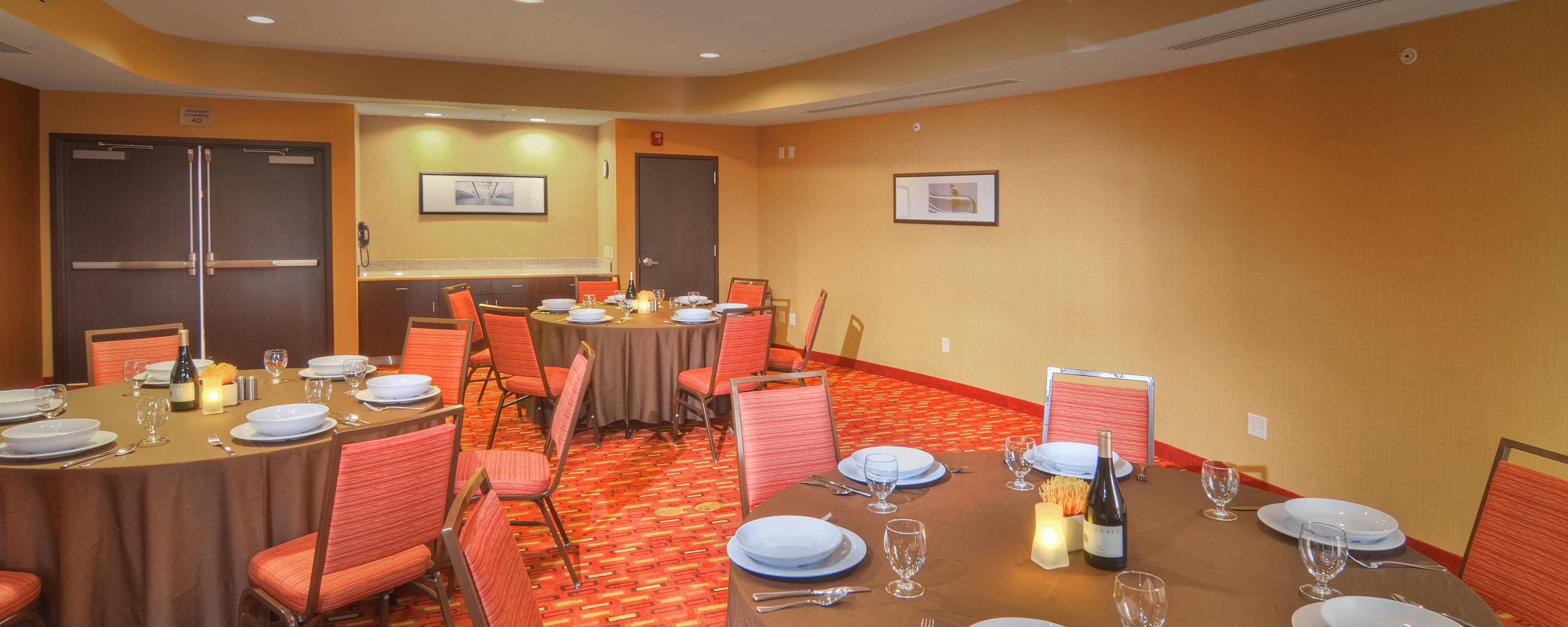 Meeting Room – Banquet Set-Up
