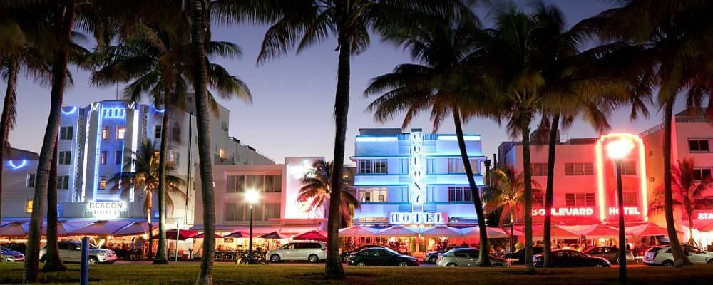 Vie nocturne sur Ocean Drive, à South Beach