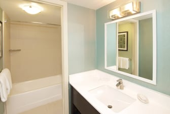 Coconut Grove Hotel Suite Bathroom
