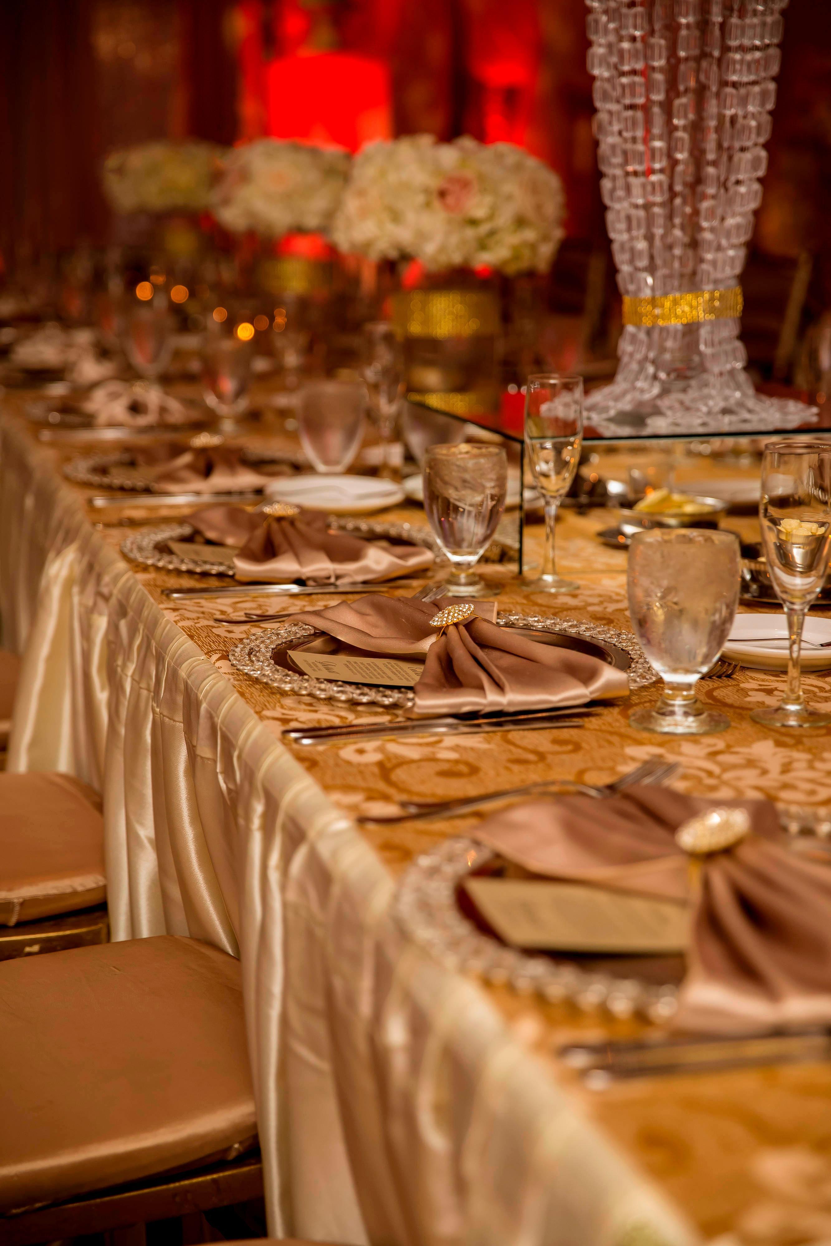 Réception de mariage dans la salle de bal