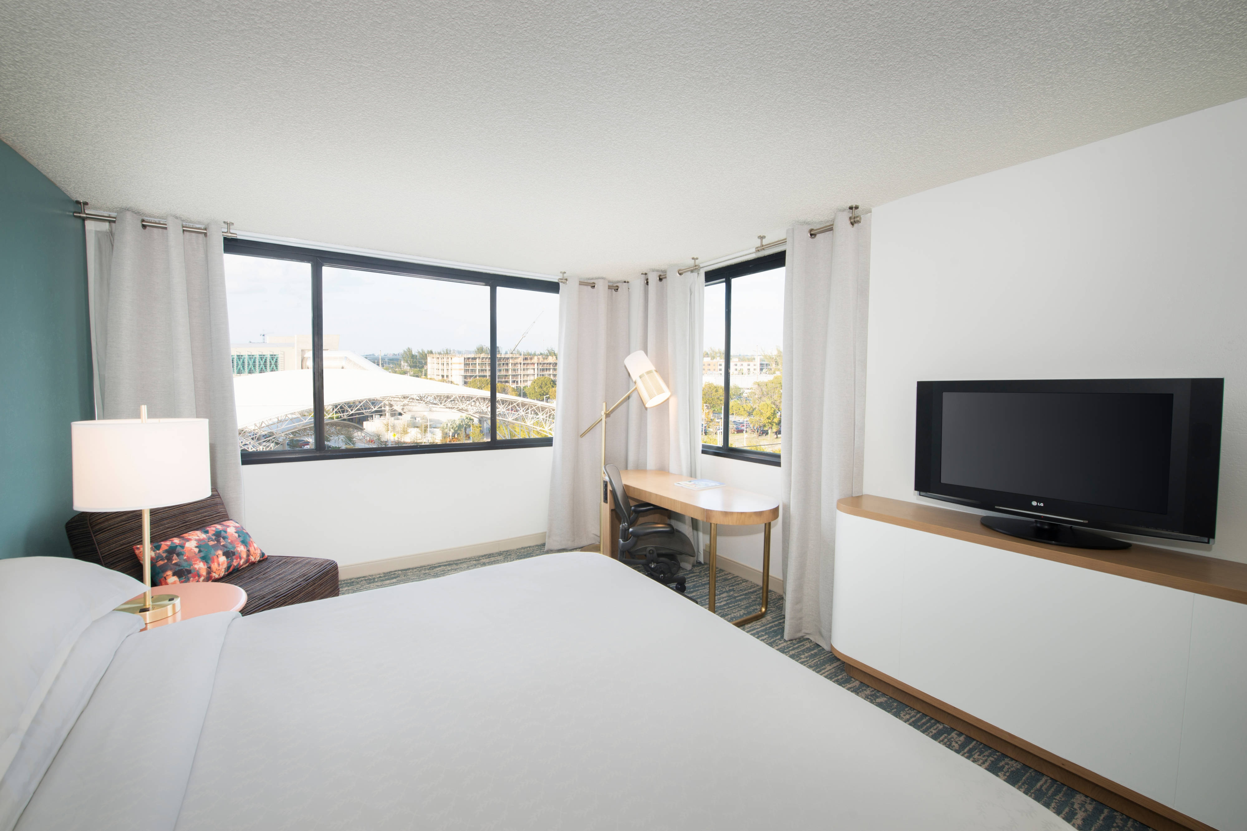 King Guest Room - NE City View