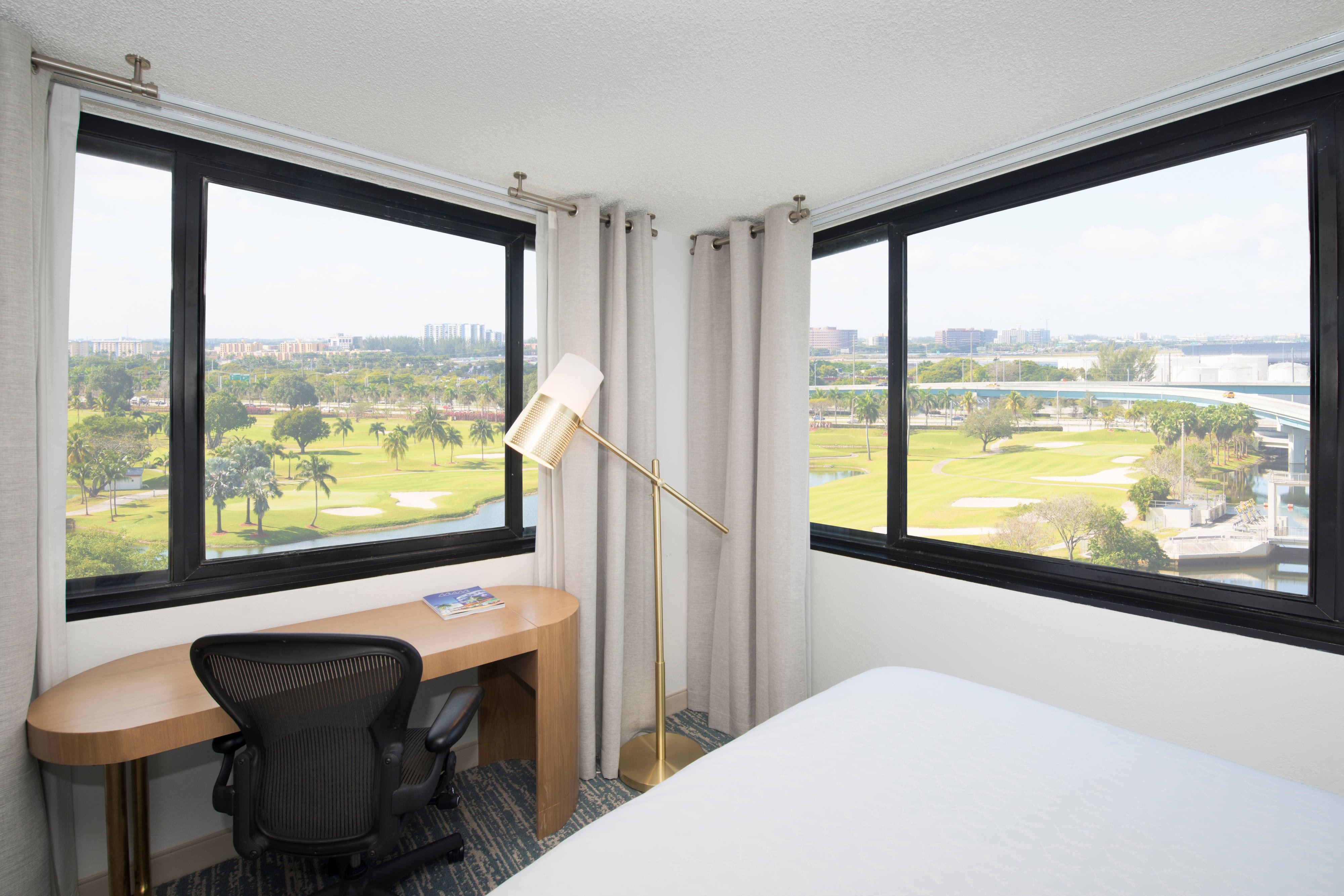 Queen/Queen Deluxe Guest Room - Golf View