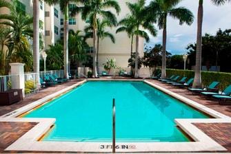 Piscina al aire libre del hotel en Aventura, Miami