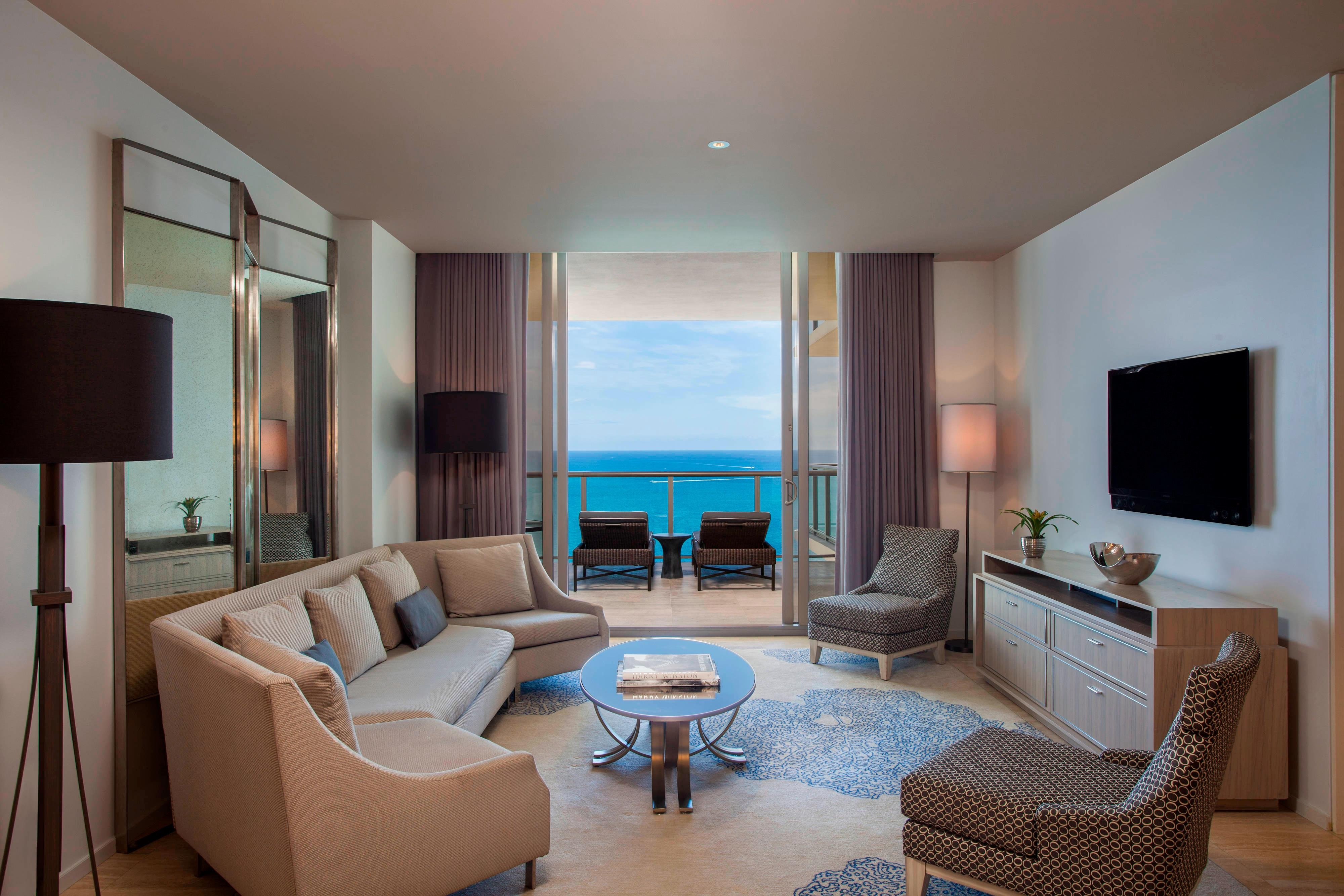 Royal Oceanfront Suite - Living Room