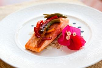 Salmón con pimentón y arroz con cilantro