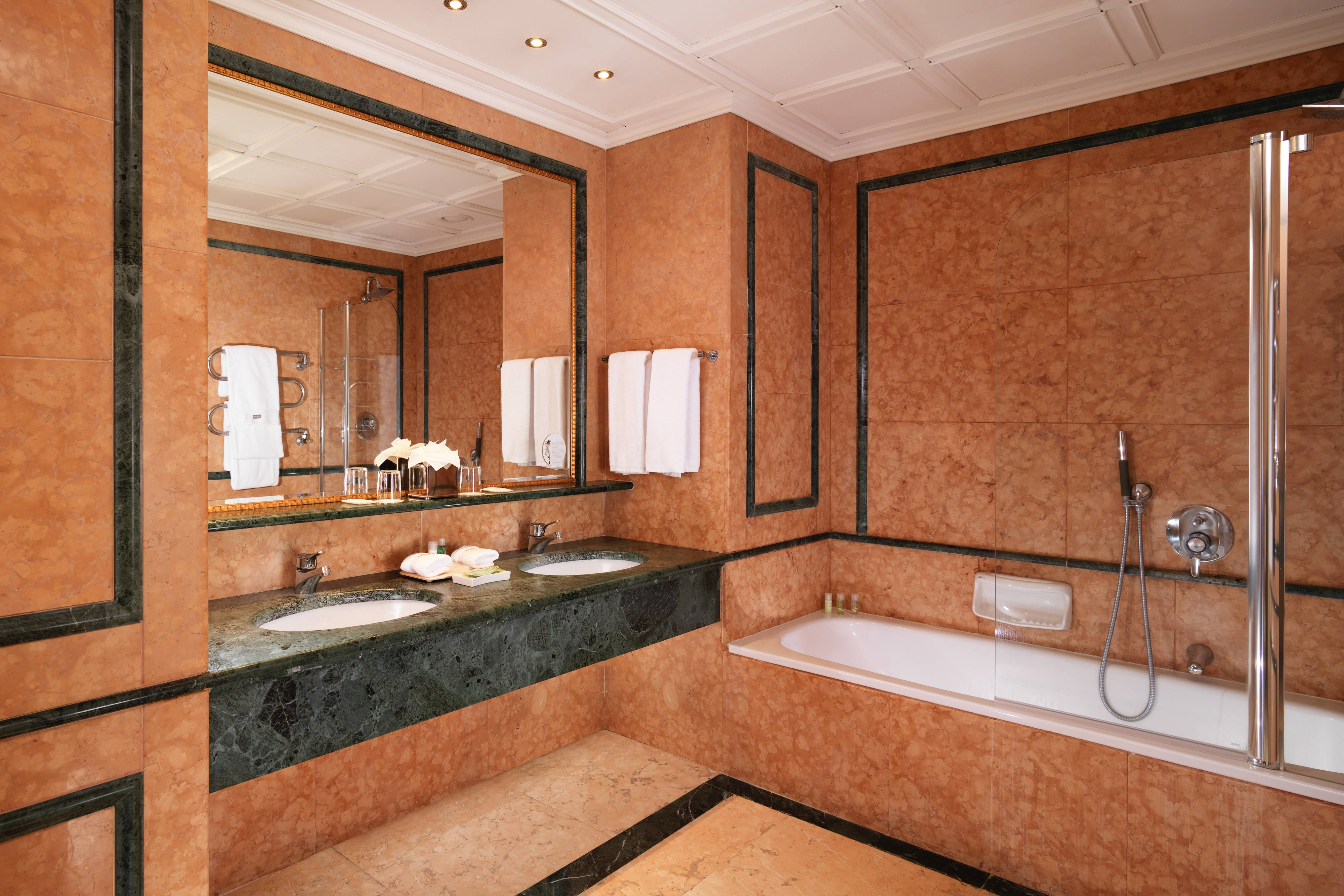 Deluxe Imperial Room - Bathroom