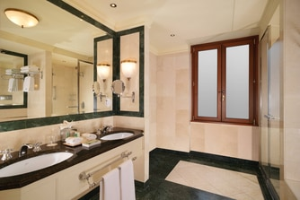 Classic Room - Bathroom