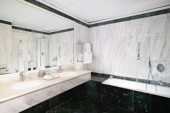 Grand Deluxe Contemporary - Bathroom
