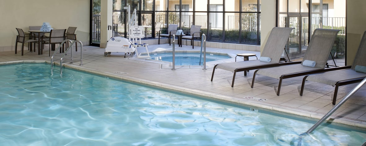 Hotels Near Brookfield Zoo With Pool