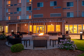 Outdoor Courtyard & Fire Pit
