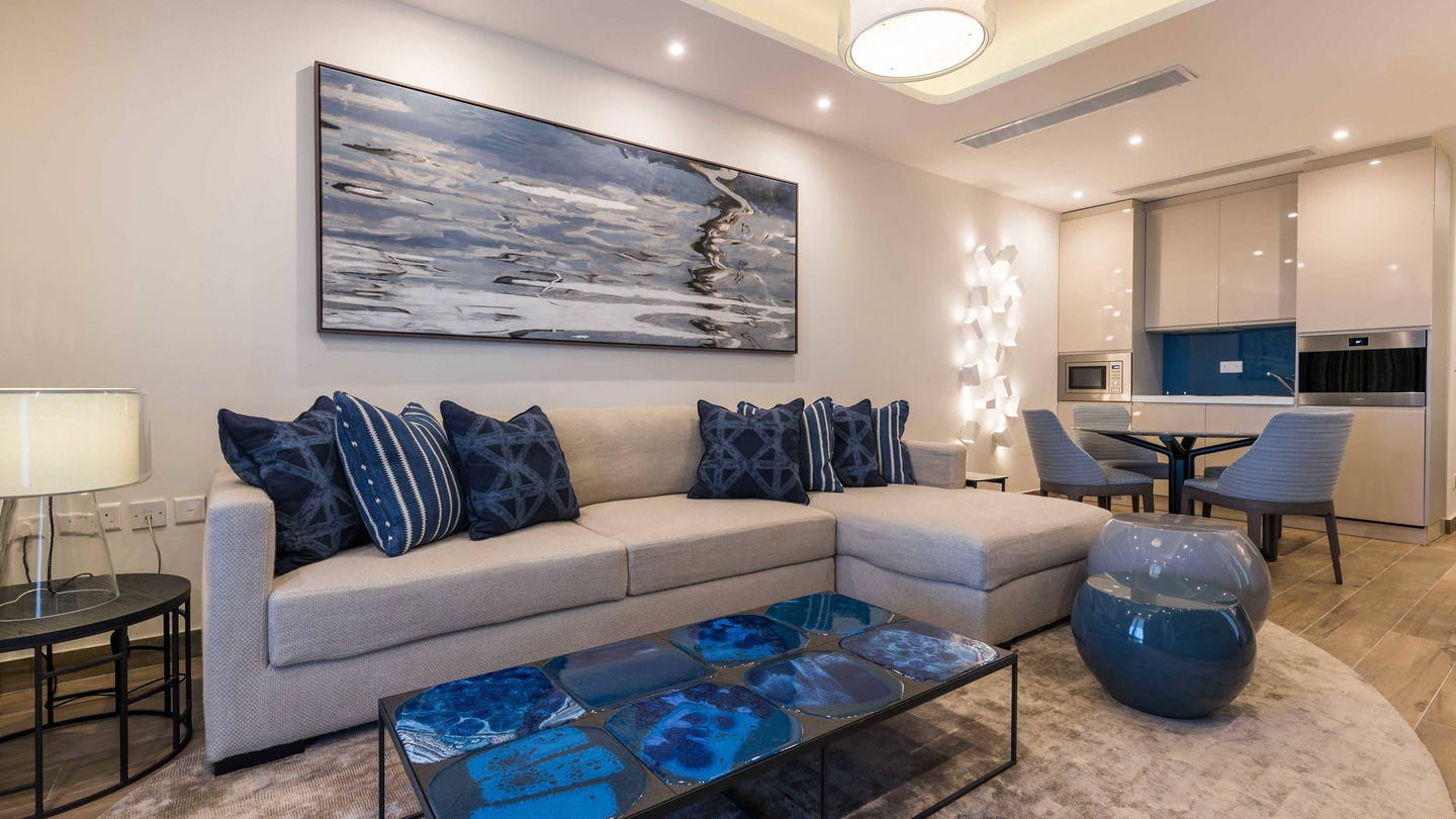 Luxury Bary Suite - Living Dining