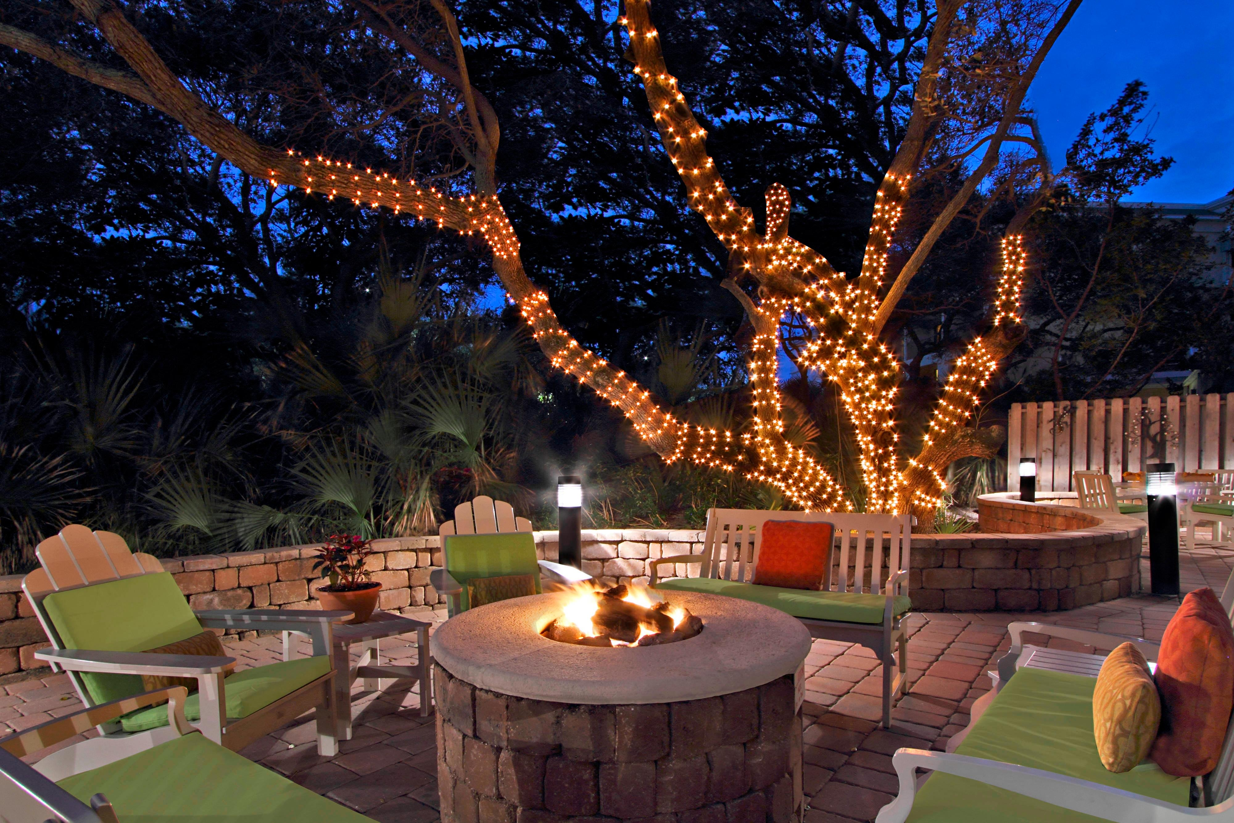 courtyard by marriott cocoa bech terrace & firepit at night