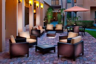 Melbourne Hotel Outdoor Patio