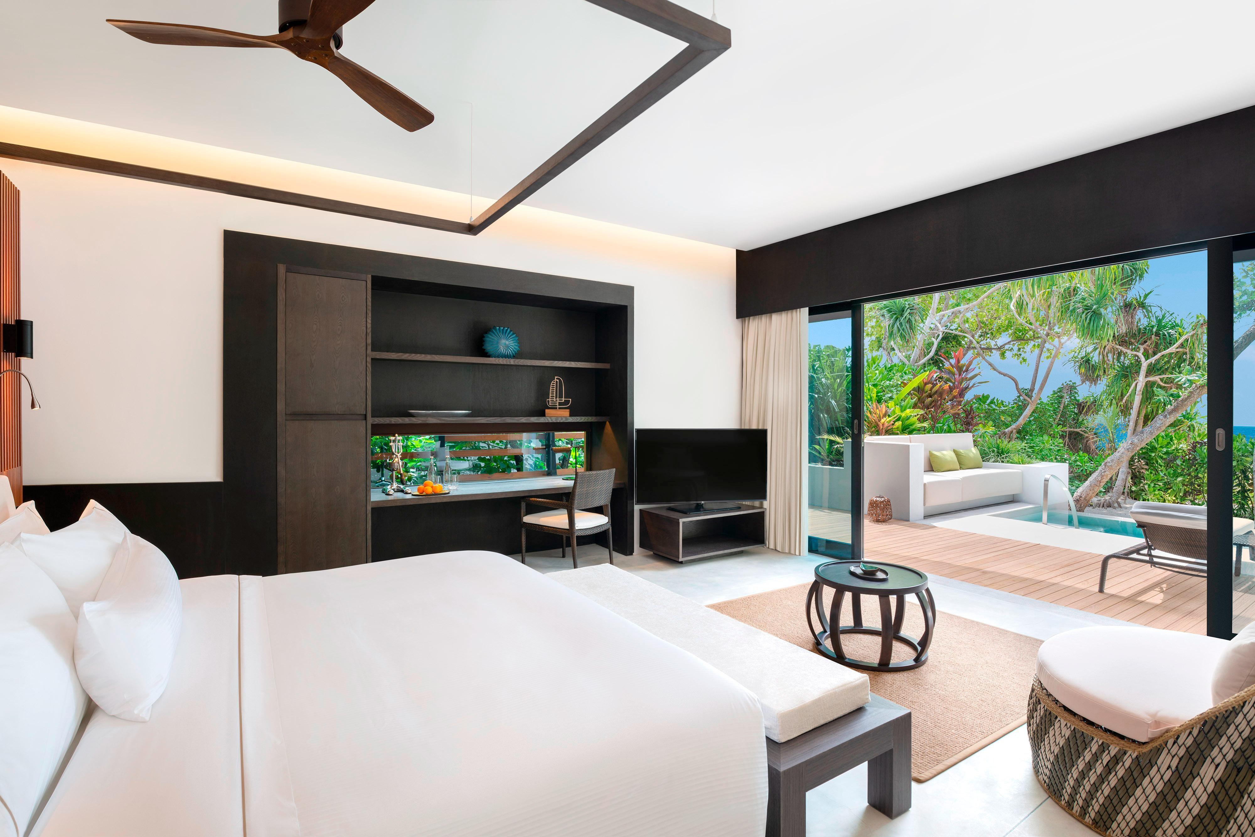 Island Villa with Pool – King Room