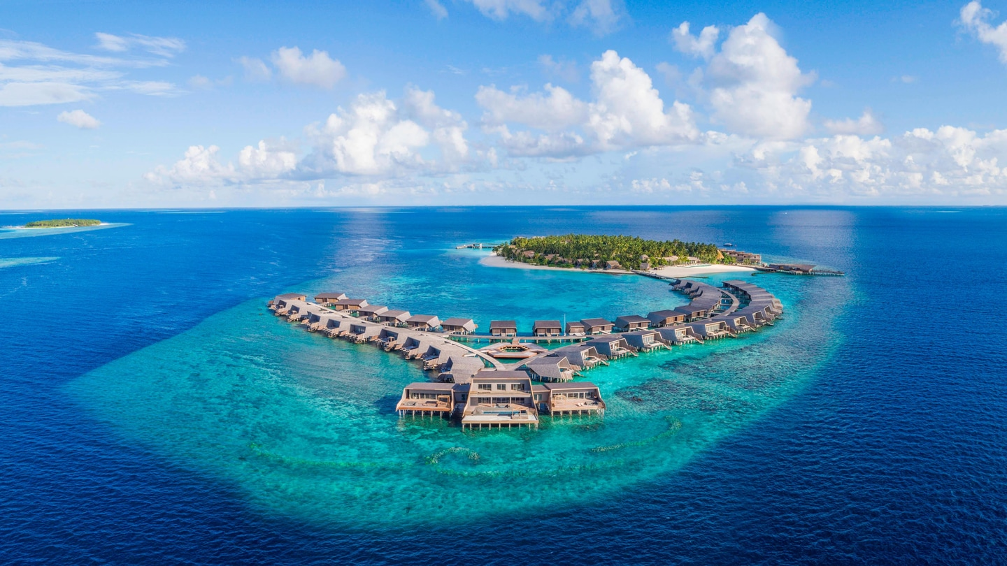 Maldives 5-Star Luxury Resort Hotel | The St. Regis Maldives Vommuli Resort