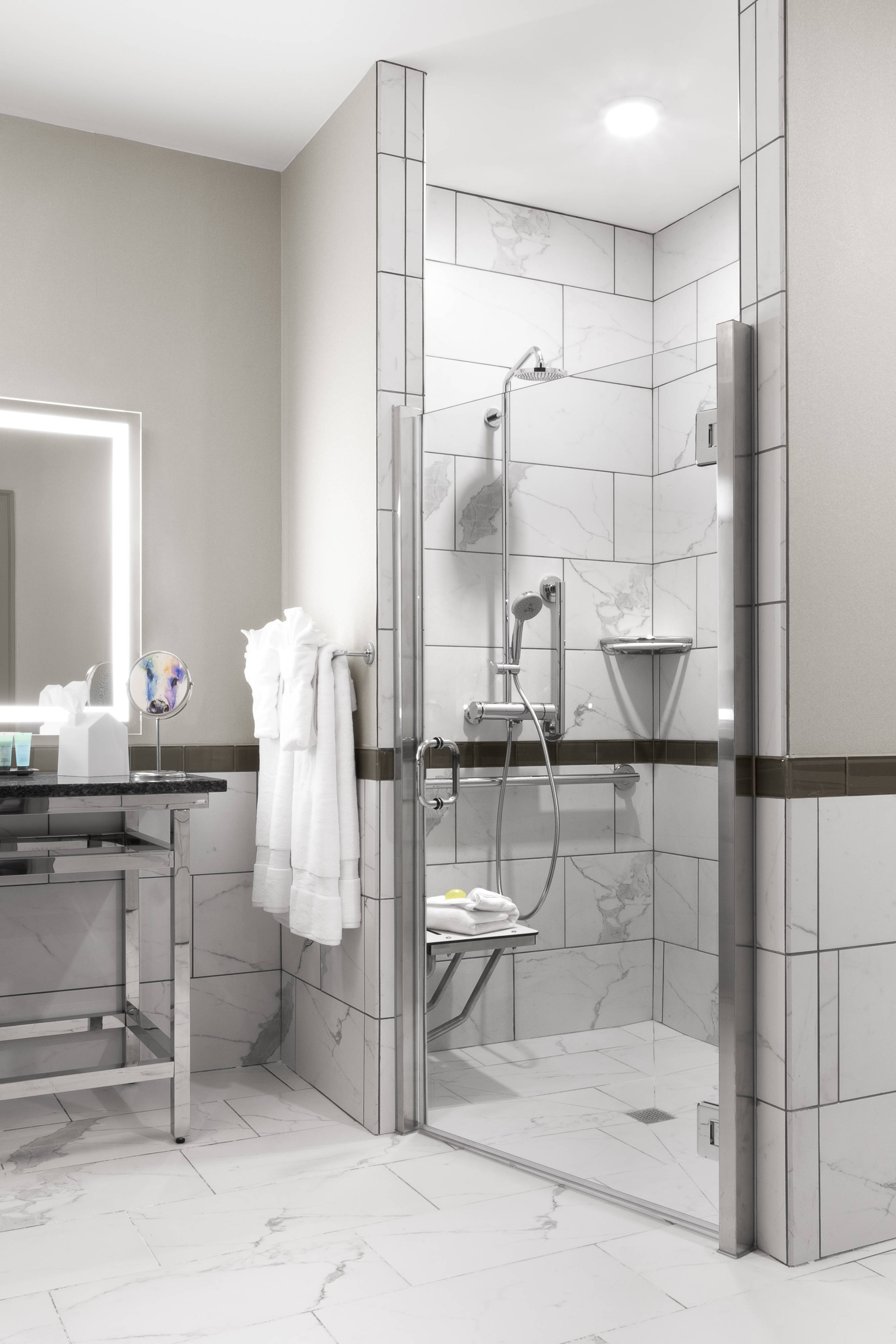 King Classic Room - Bathroom