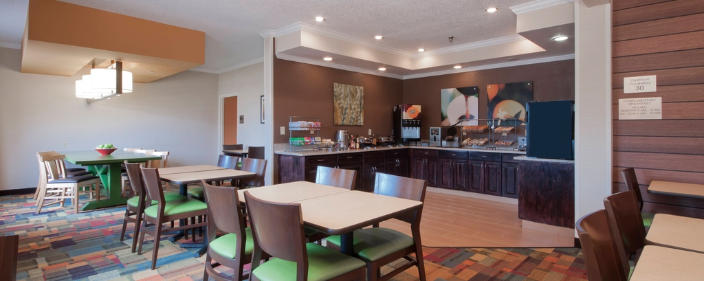 Dining Moline Illinois Hotel Free Breakfast