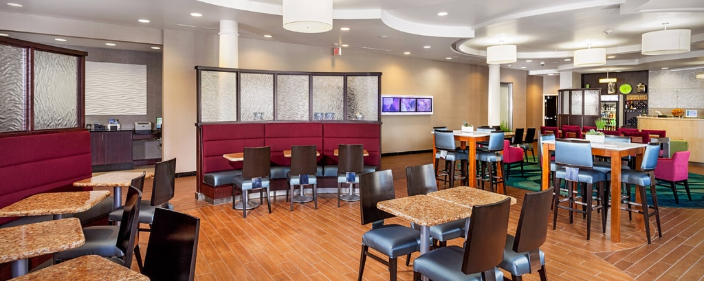 SpringHill Suites Modesto Breakfast Dining Area