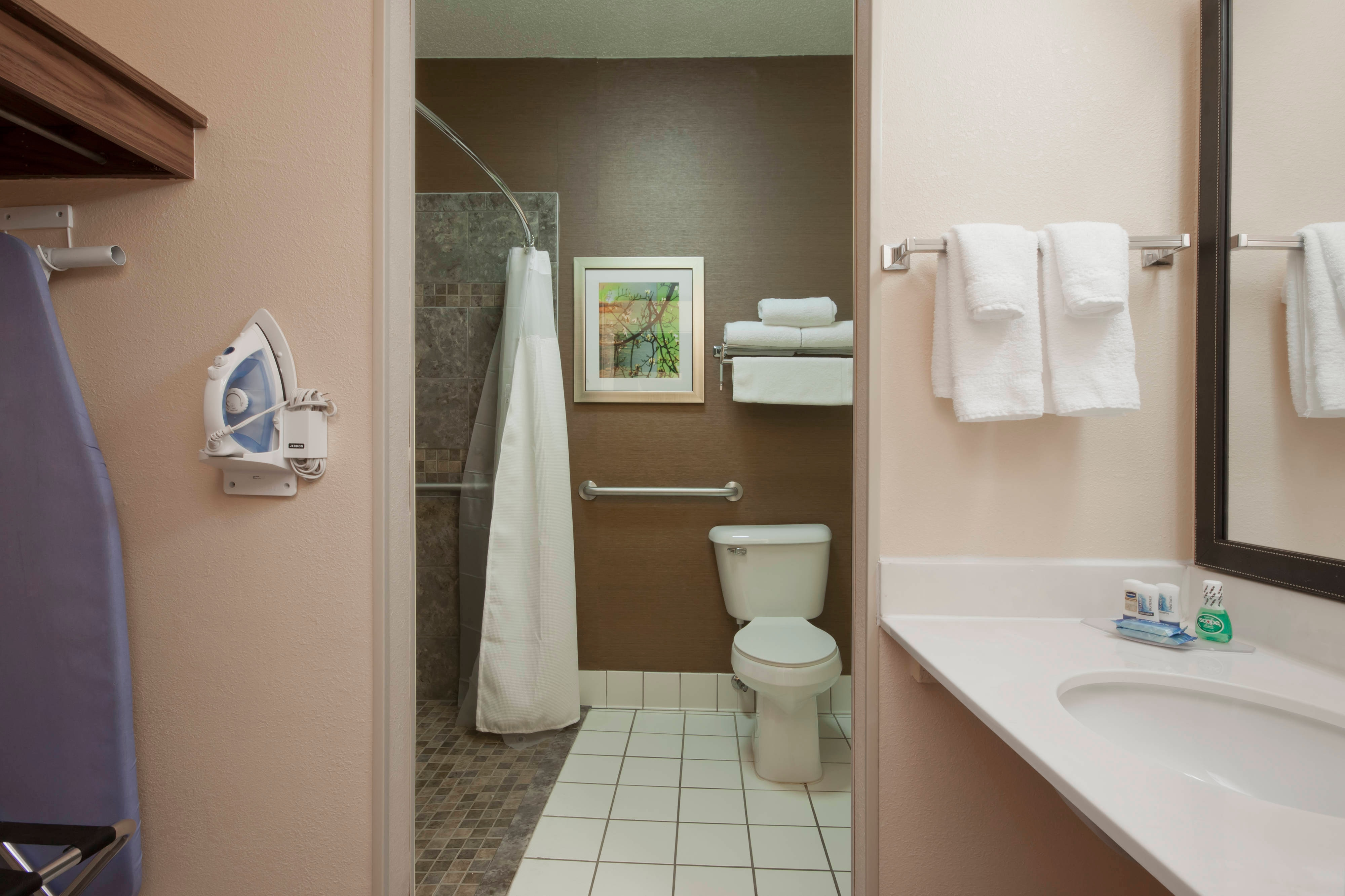 Minot ND Hotel Accessible Bathroom