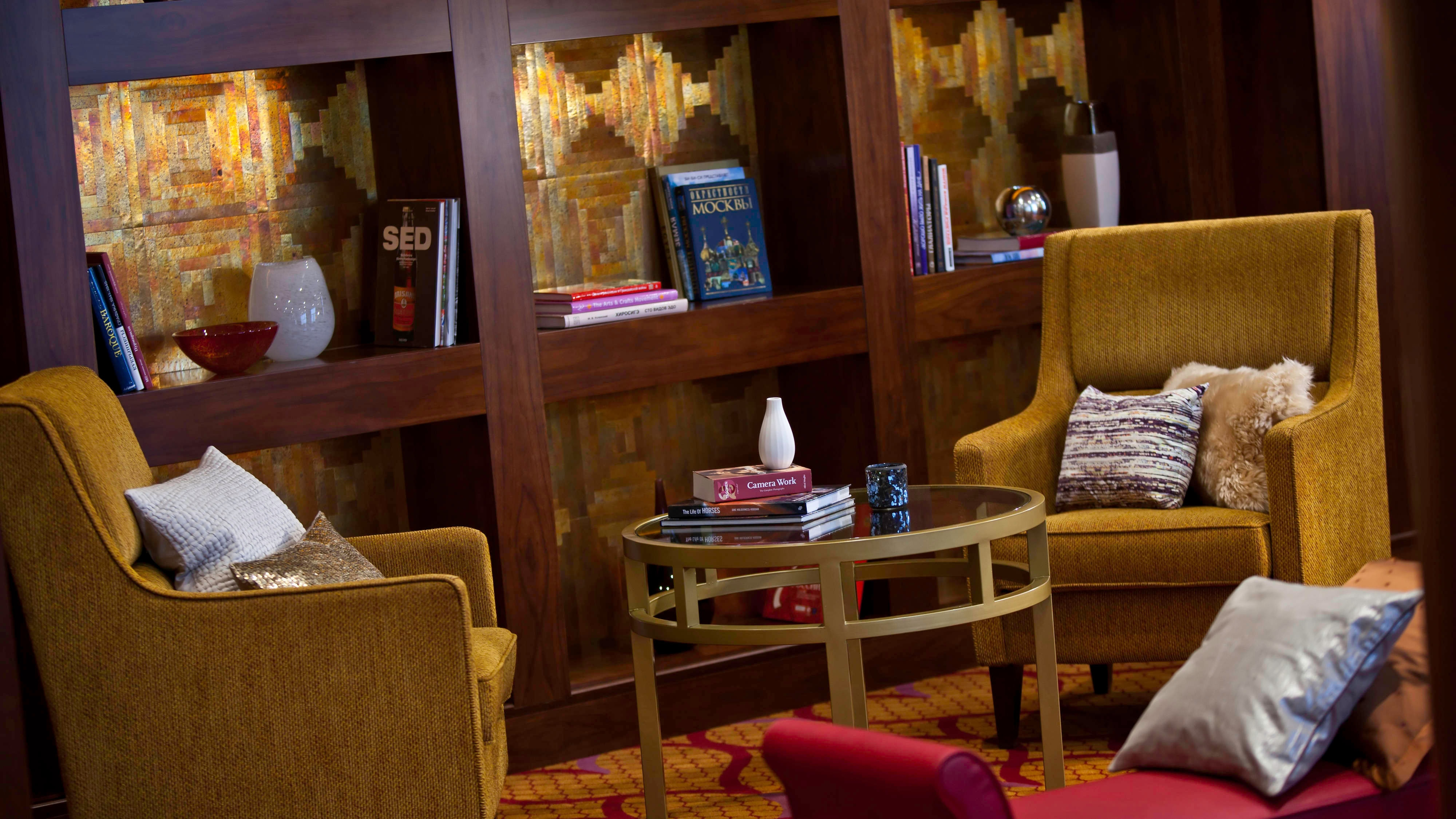 Представительский лаунж-бар в отеле Renaissance Monarch Hotel (Москва)