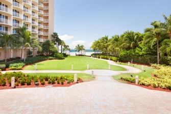 Palms Terrace & Lawn