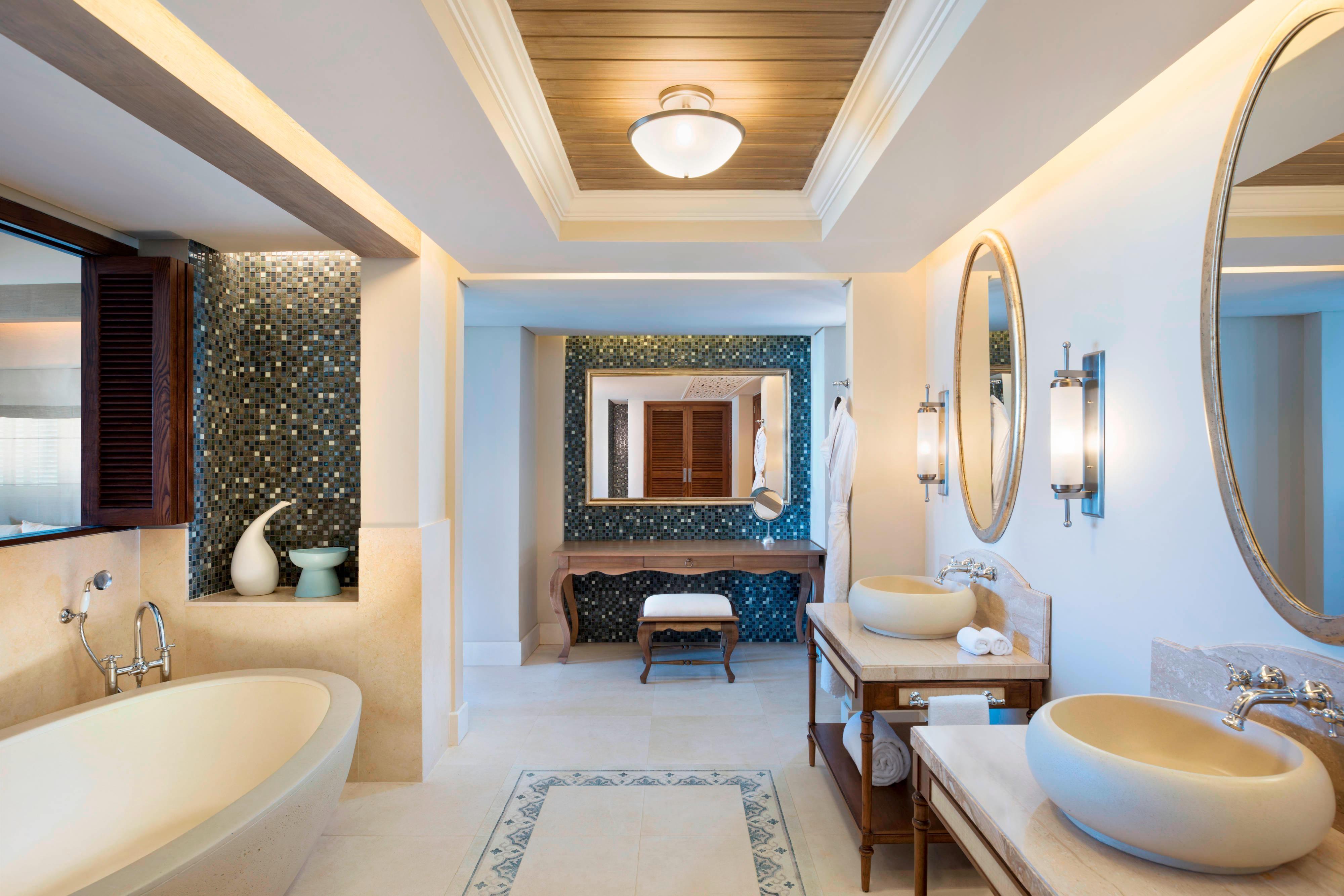 Beachfront St. Regis Grand Suite - Bathroom