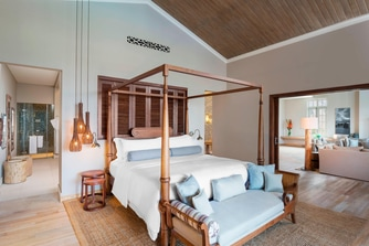 Grand Manor House Suite - Bedroom