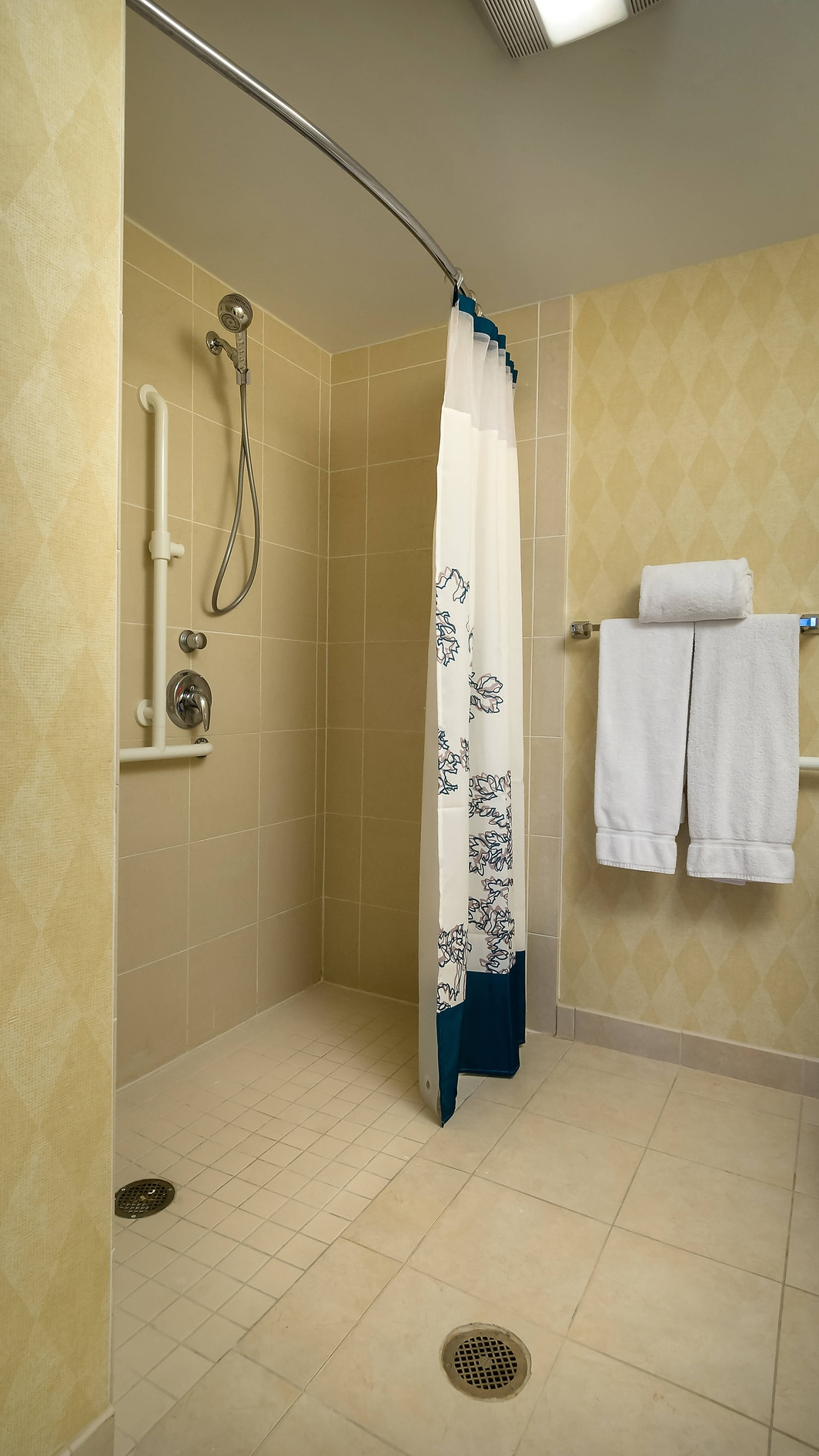 Madison Hotel Accessible Bathroom