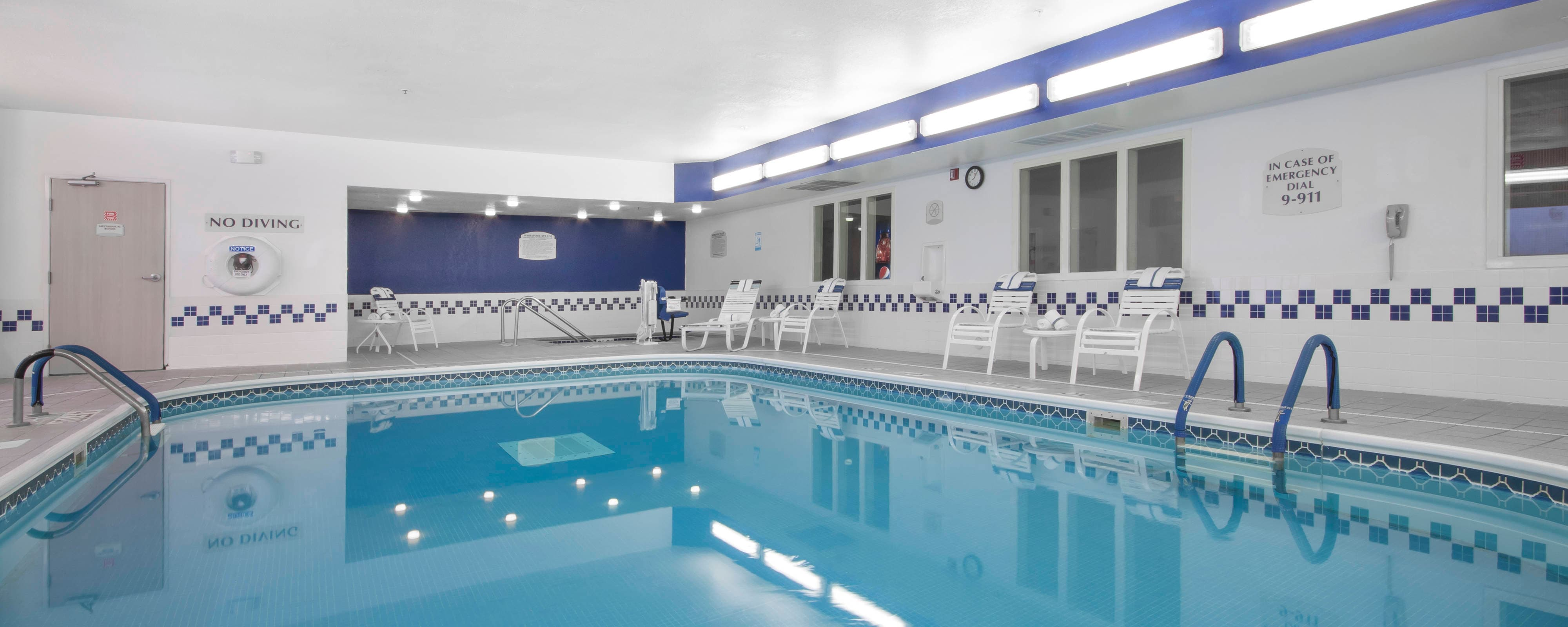 Coon Rapids Hotel Indoor Pool