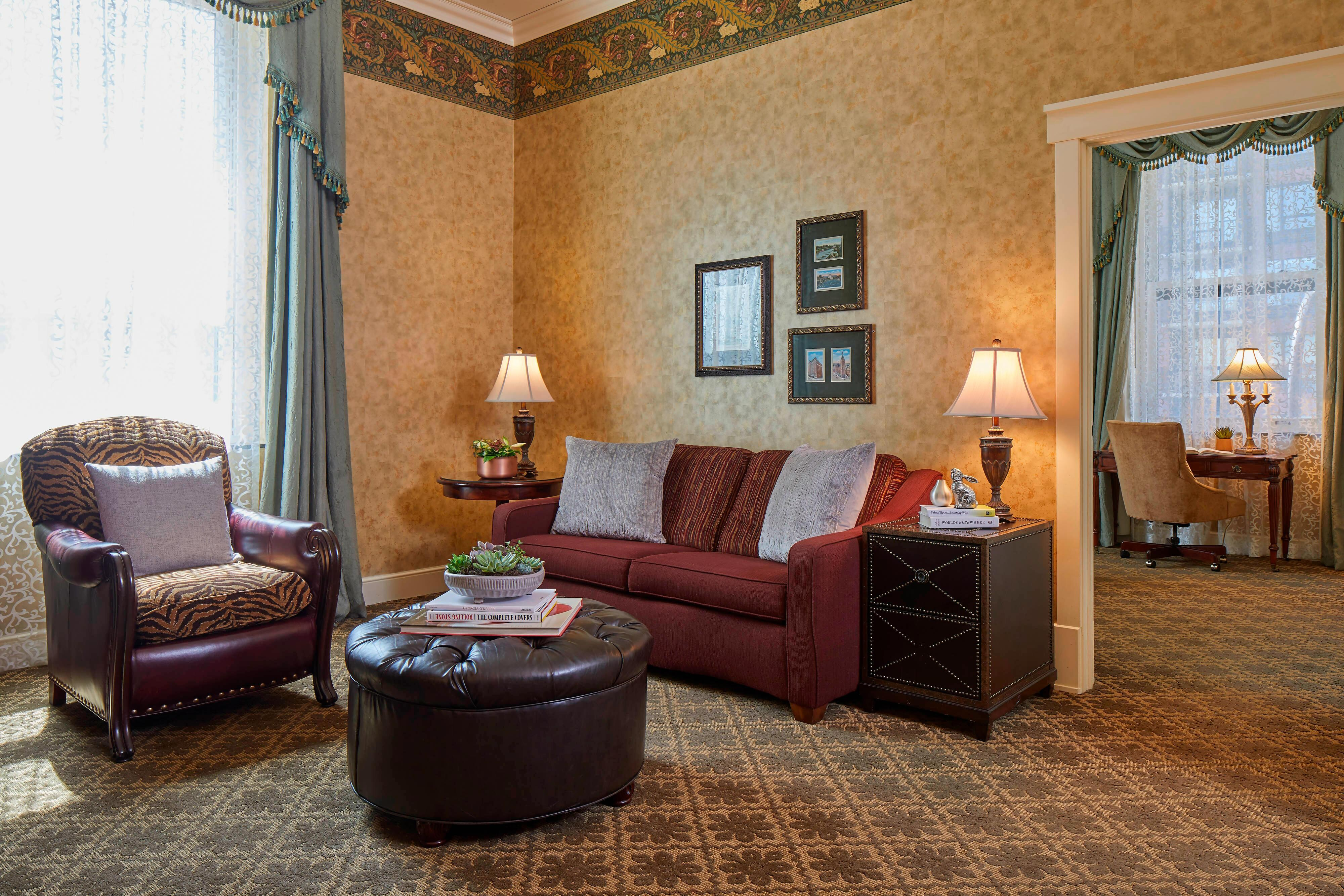 Historic Suite - Living Room