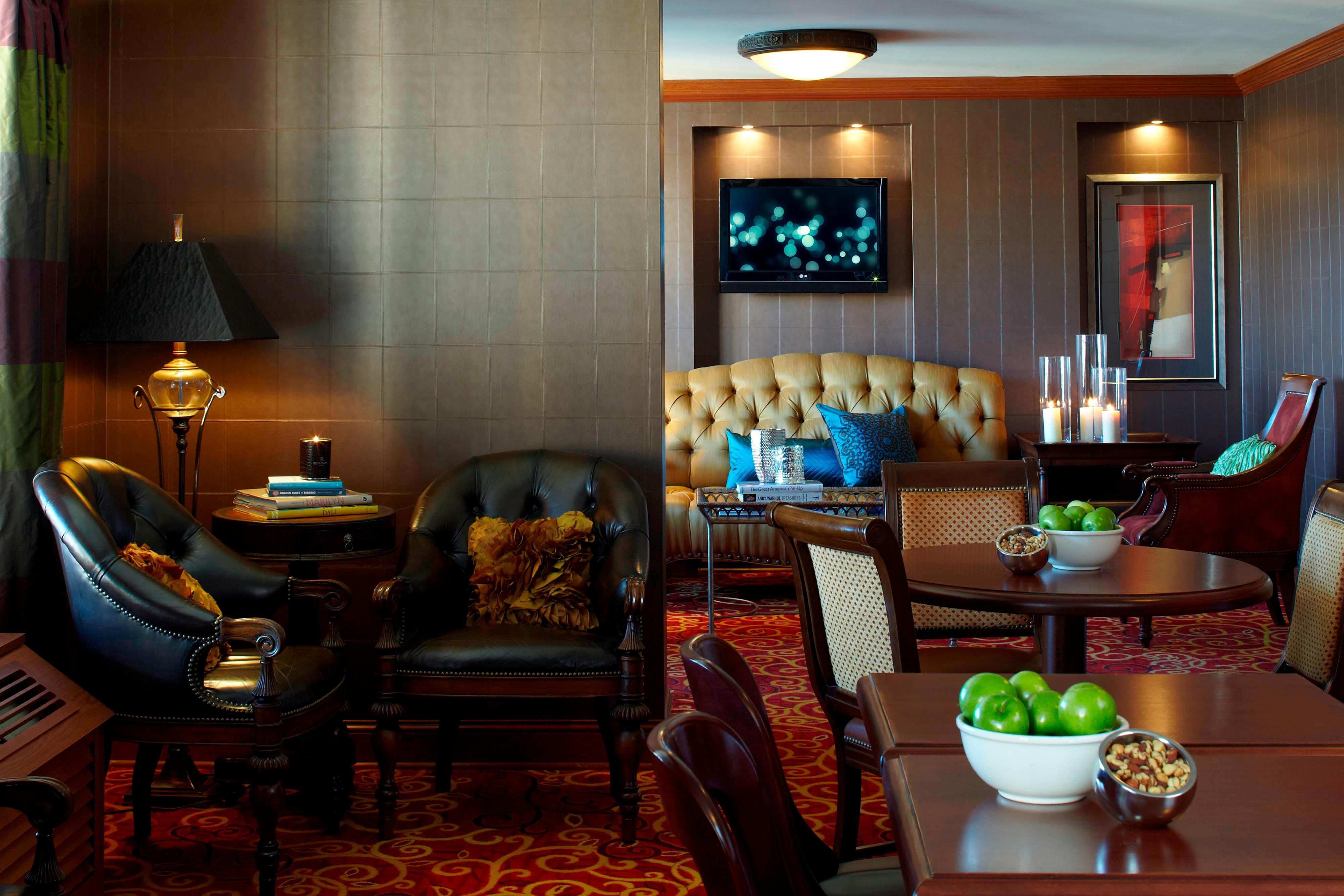 Minneapolis hotel Club lounge