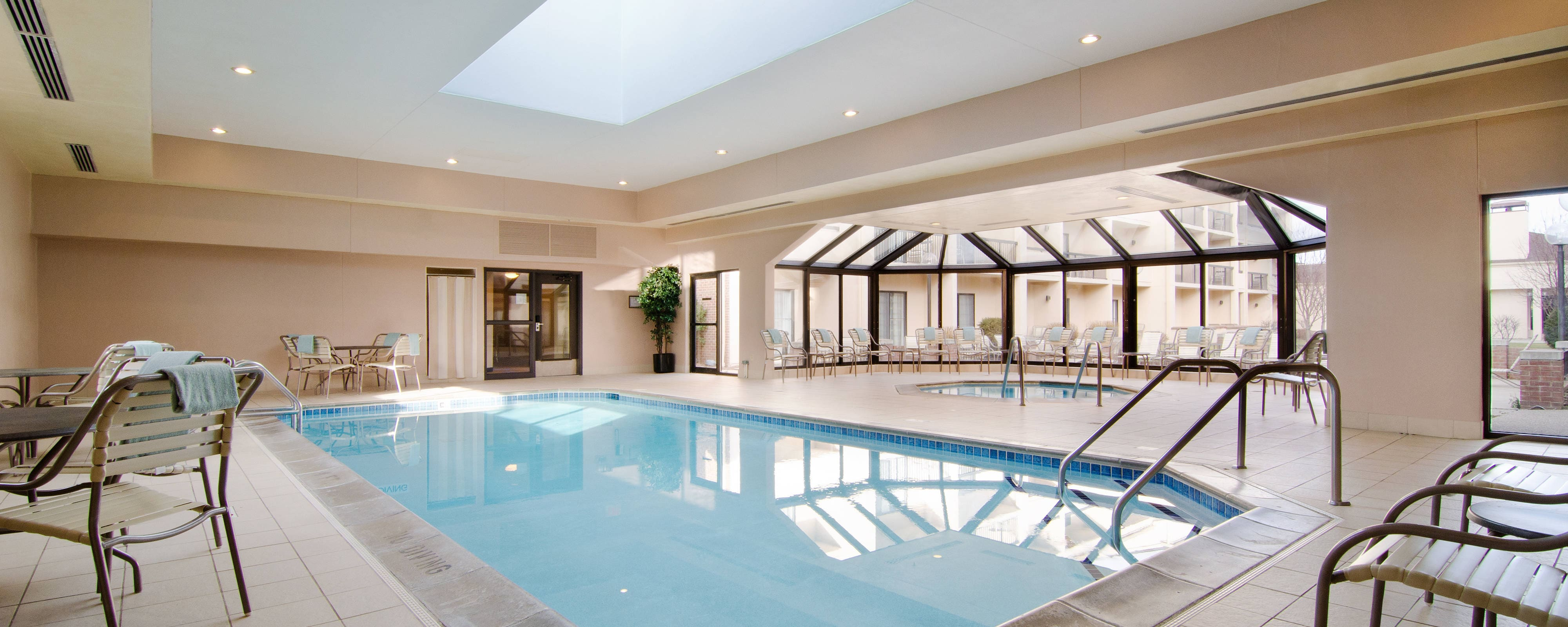 Eden Prairie Hotels With Pool And Gym Courtyard