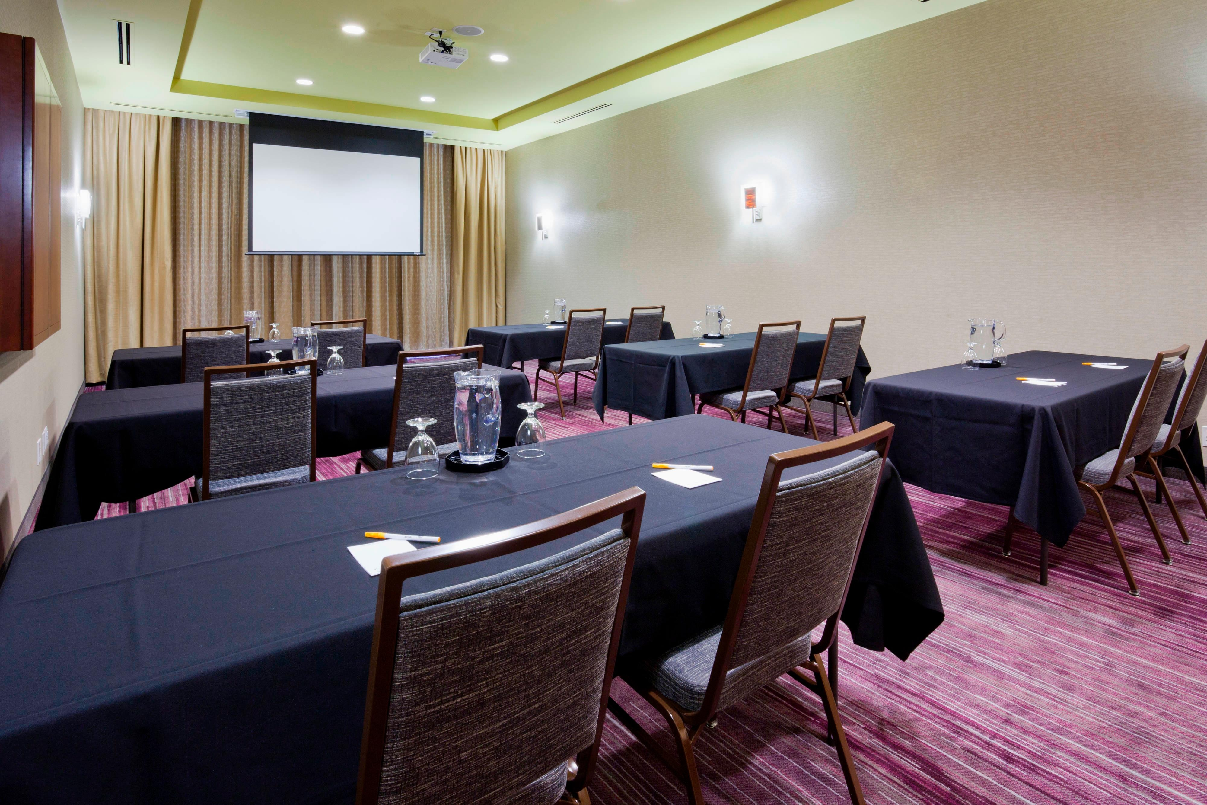 Maple Grove, MN Meeting room