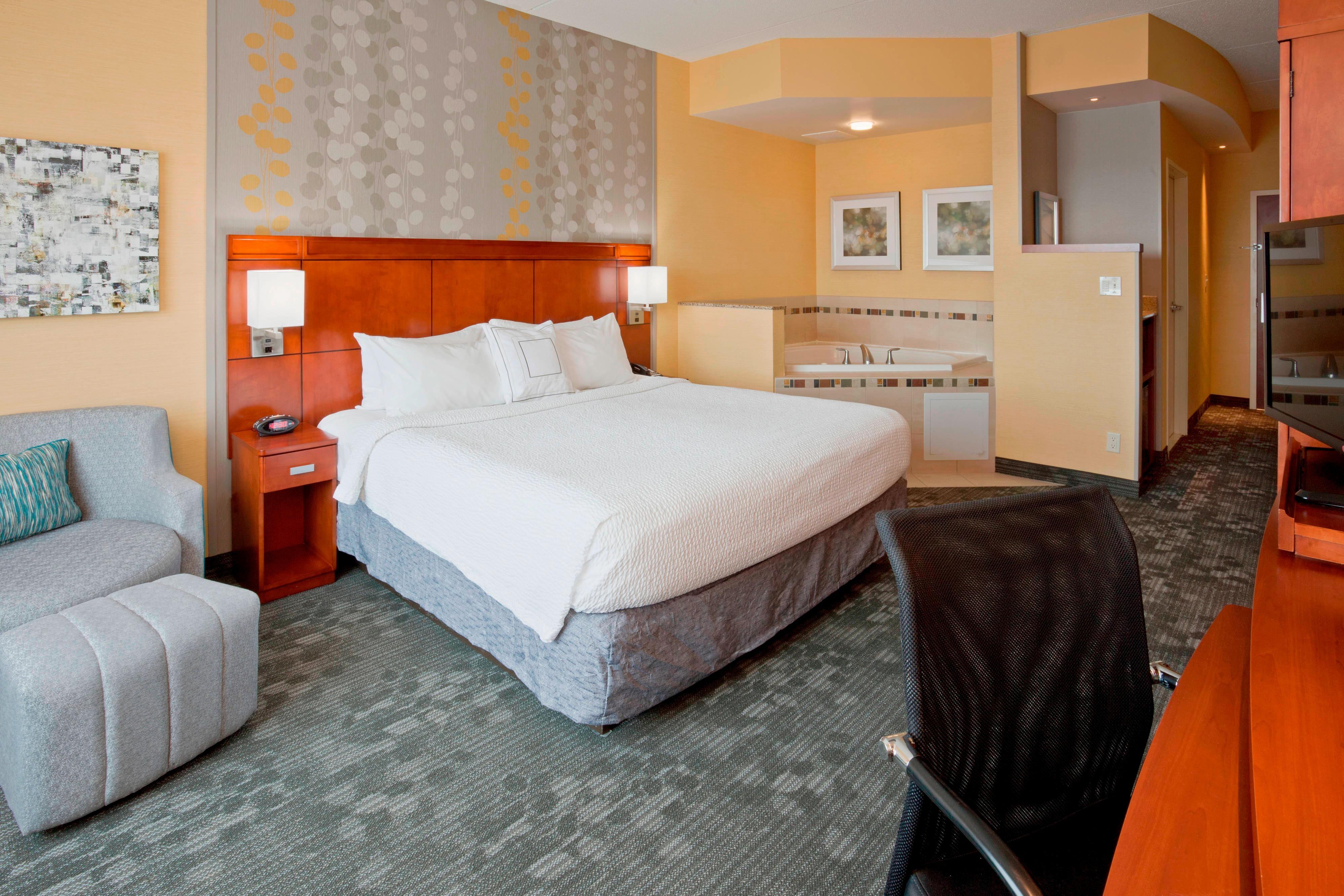 Suite avec bain à remous et très grand lit