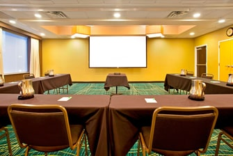 Oak Meeting Room – U-Shape Setup