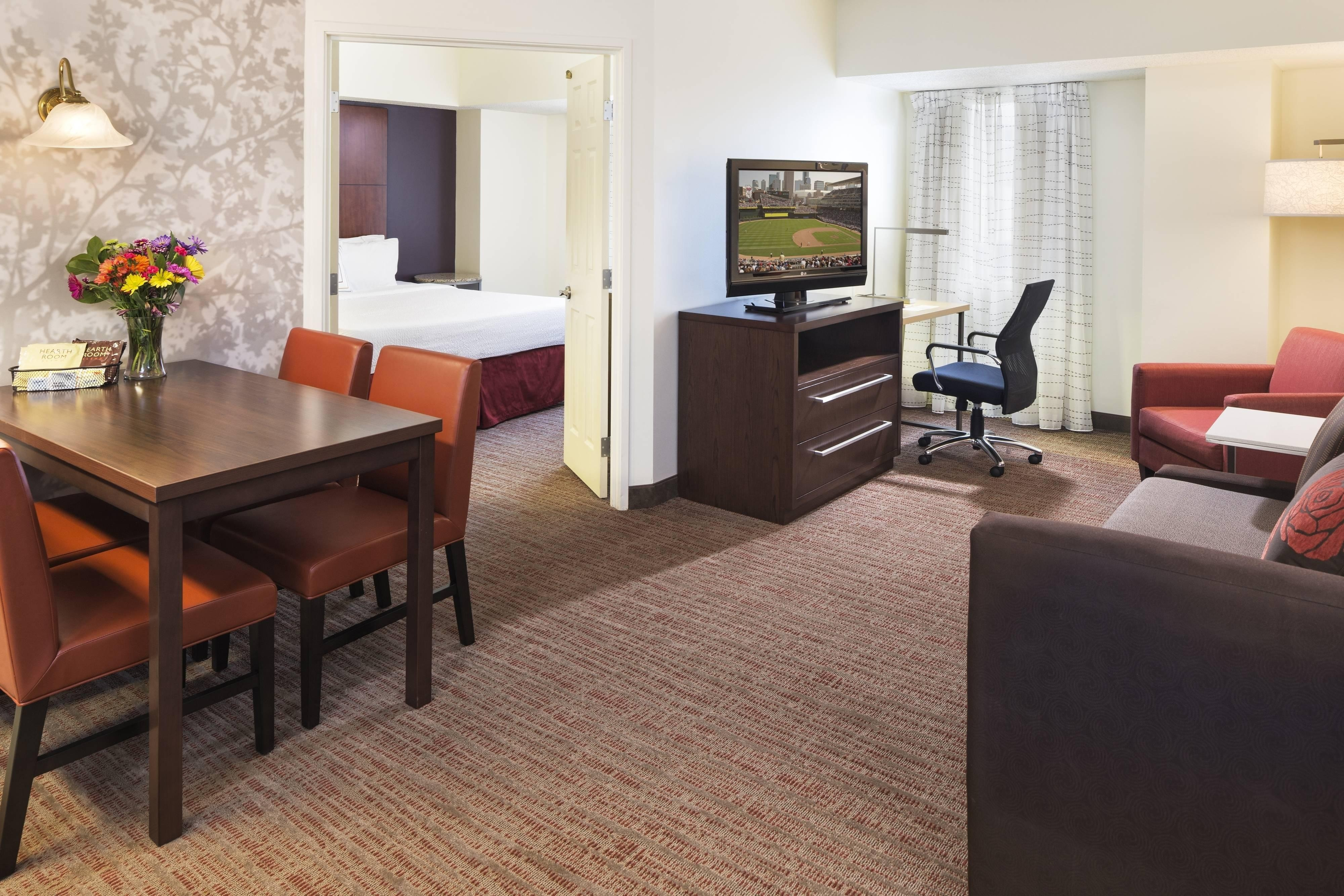 Minneapolis Extended Stay Apartment Style Guest Rooms And Suites In Downtown Minneapolis Mn