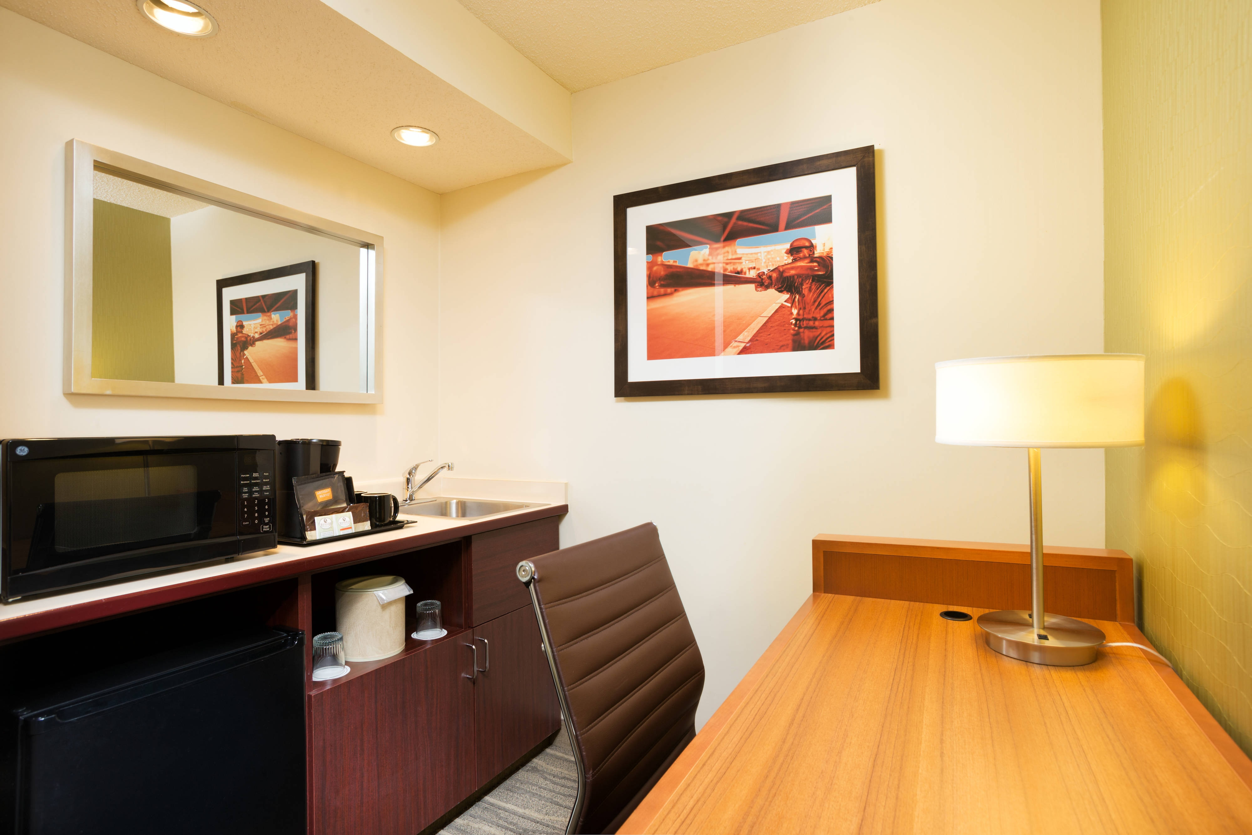 Queen/Queen Suite Amenities
