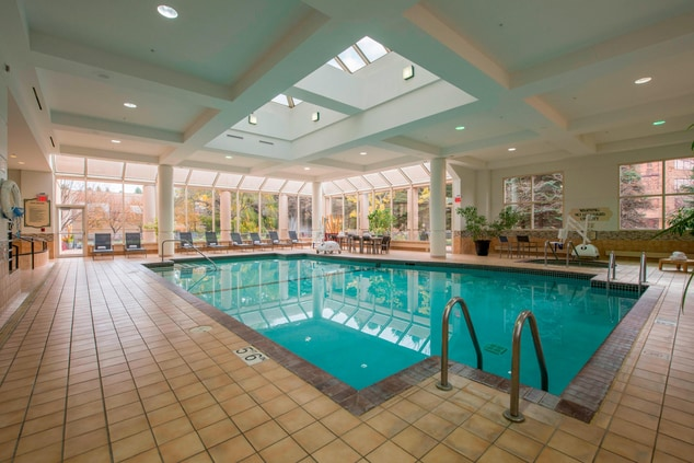 Minneapolis Hotels with Pools
