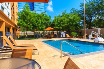 Metairie Hotel Pool