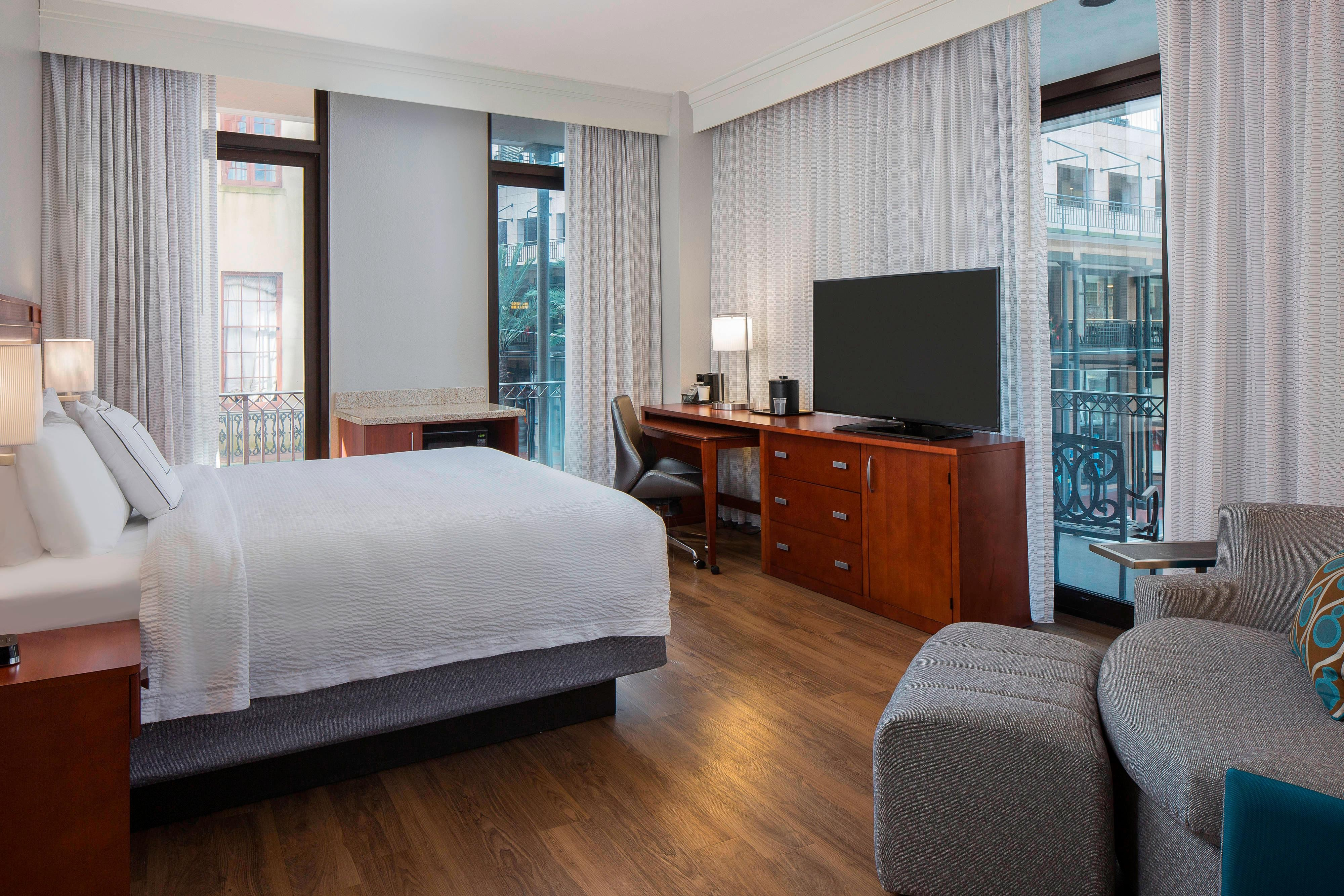 King Guest Room – City View
