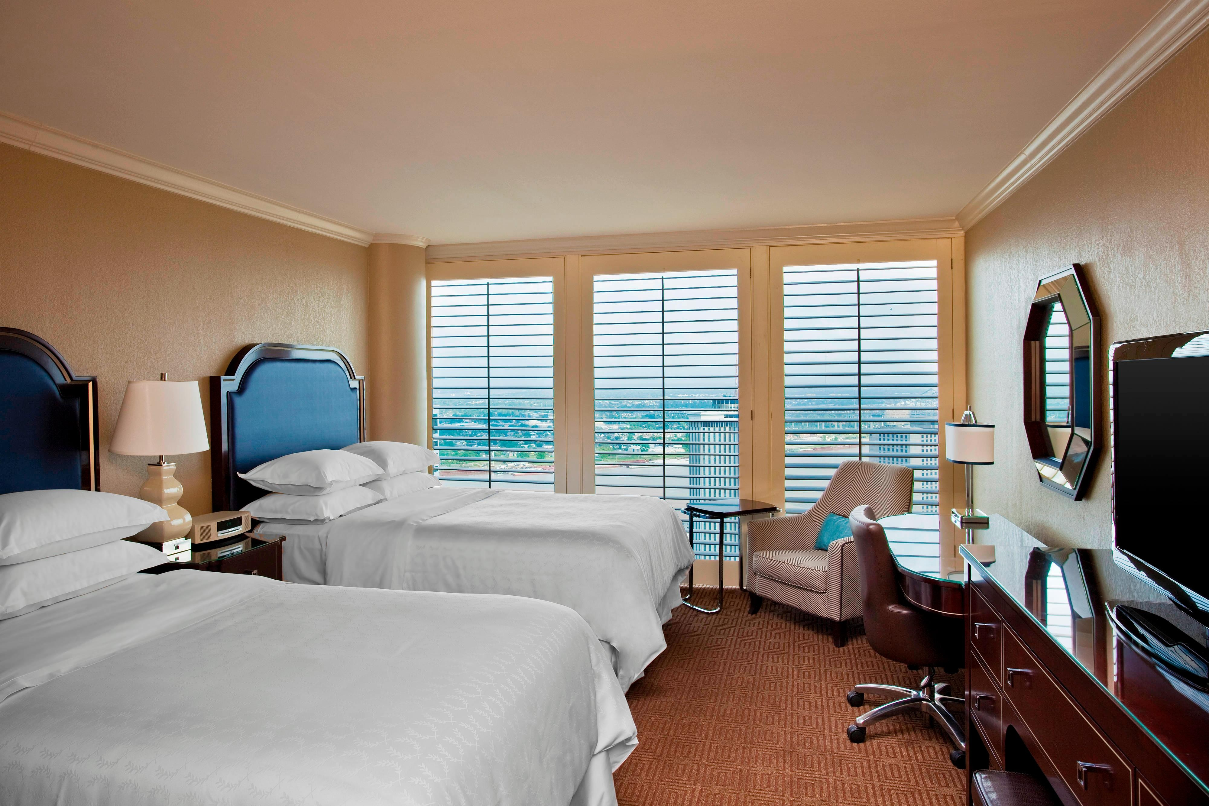 Double/Double Club Level River View Guest Room