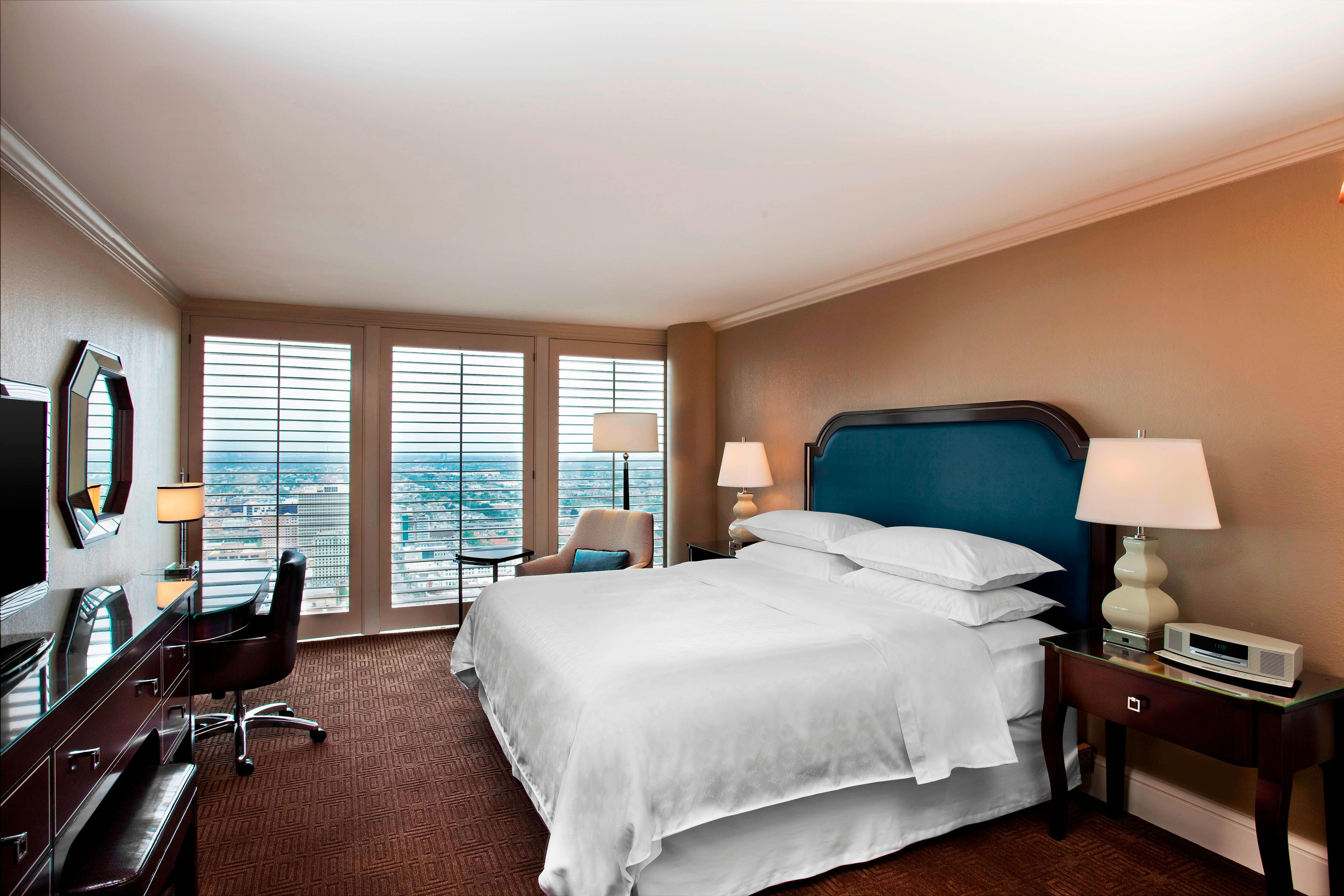King Club Level City View Guest Room